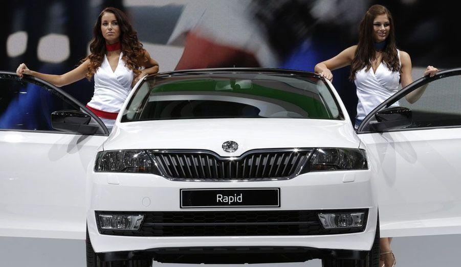 Difficile de trouver à redire sur la nouvelle berline du constructeur tchèque, propriété du groupe Volkswagen. Elle ne fait pas rêver, mais pour qui veut une voiture spacieuse et confortable, fiabilisée par le recours à des organes VW éprouvés, la Rapid est l'achat malin.