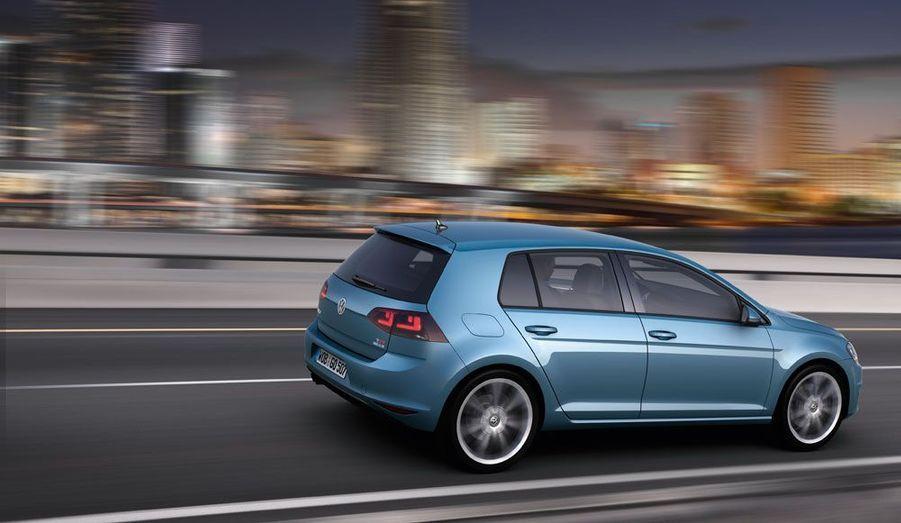 VW répète encore sa recette miracle avec cette septième Golf. Cela en deviendrait presque énervant, mais le savoir-faire est indéniable et la Golf devrait rester la référence.
