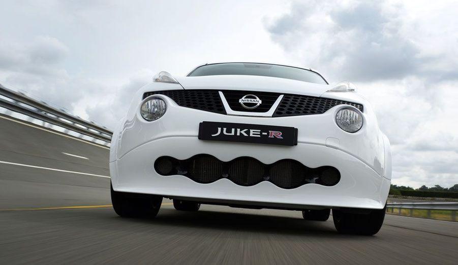 Sous la carrosserie déjà excentrique Juke, Nissan a glissé les trains roulants et le V6 de la GT-R, qui développe 545 chevaux. Le constructeur japonais se vante même d'avoir produit une version finale plus puissante que le concept présenté en janvier 2012.
