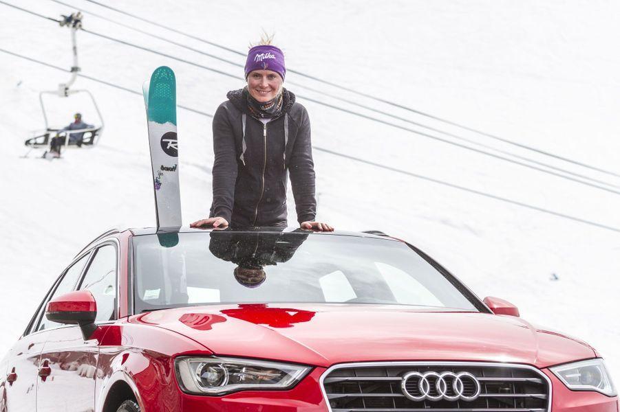 La championne de ski Tessa Worley pose dans l'A3 Sportback. Discrètement, cette Audi se présente comme la meilleure élève de la classe Audi. En dépit d'un style trop proche de celui de sa devancière et d'une habitabilité quelconque, la compacte aux anneaux n'a jamais semblé si aboutie. Sécurité, confort, plaisir, la Sportback trouve le juste compromis. Silence et sobriété du diesel, diversité et intuitivité de la technologie, transmission intégrale et robotisée à la demande…, on flirte avec la perfection. Mais elle a un prix! Lire l'intégralité de l'essai