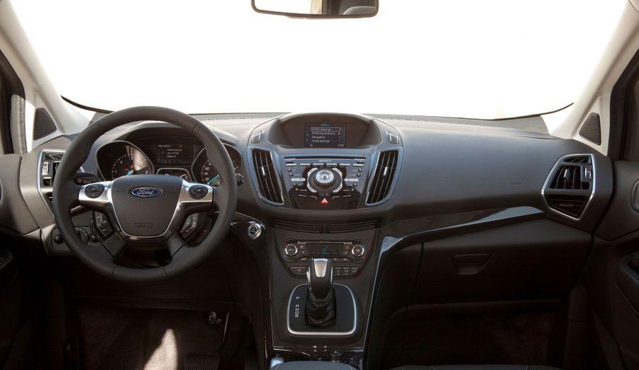 A bord, le Kuga prétend offrir une dose supplémentaire de confort. Plus d'espace, des sièges aisément manipulables et une insonorisation travaillée: le Ford veut monter en gamme.