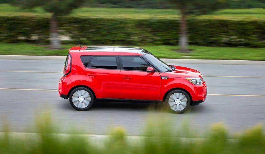 Son look évoque les «Kei Cars», ces micro voitures prisées des Japonais, mais le Soul s'est en fait agrandi: plus long avec 4,11m et plus large avec 1,80m, il reste de la même hauteur que l'ancien Soul: 1,61m.