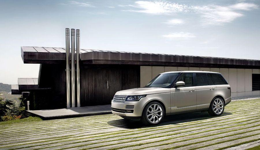 Le nouveau Range Rover sera, comme son prédécesseur, disponible avec des motorisations essence et diesel. Un V6 et un V8 fonctionnant à ce dernier carburant seront proposés.