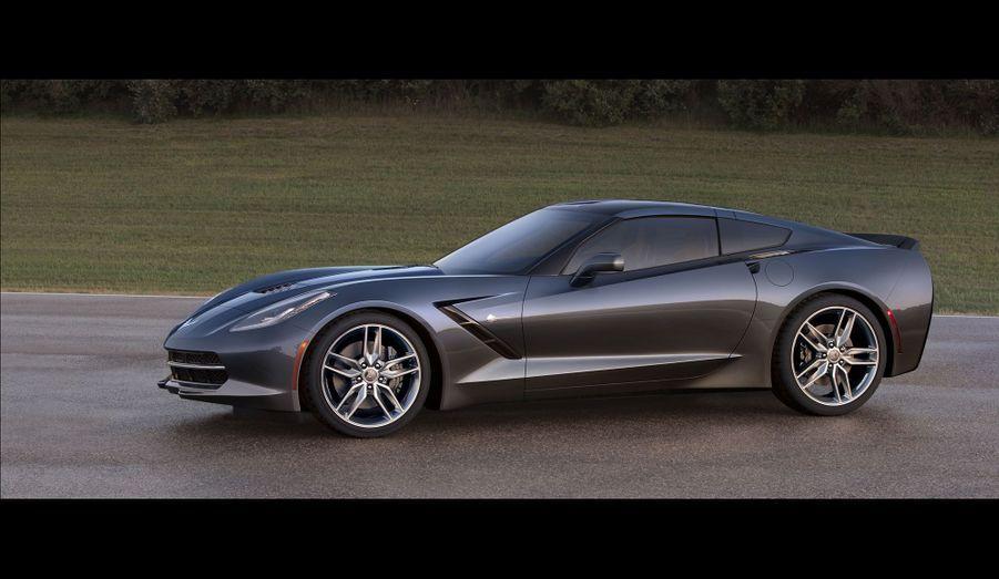 Chevrolet se vante de n'avoir conservé que deux pièces issues du modèle précédent sur cette nouvelle Corvette.