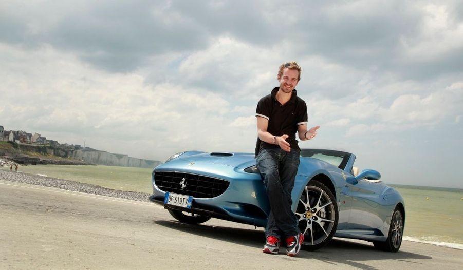 Jocelyn Quivrin avait testé pour nous en août dernier la California, le dernier coupé cabriolet Ferrari. A cette occasion, ce comédien amoureux des belles automobiles nous avait parlé de son dernier bolide, l'Ariel Atom au volant duquel il a connu une fin tragique.