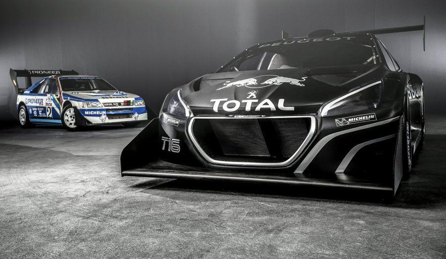 Peugeot sera présent à la fameuse course de côte de Pikes Peak, dans le Colorado, le 30 juin prochain. Les ingénieurs du Lion ont concocté pour l'occasion une 208 très spéciale, baptisée T16 Pikes Peak. C'est le retraité le plus célèbre du rallye, Sébastien Loeb, qui prendra son volant. Vingt-cinq ans après le triomphe de la légendaire 405 T16 (ici à l'arrière-plan) dans cette même preuve, Peugeot nourrit l'espoir de réitérer l'exploit.