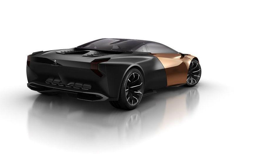 Encore une fois, Peugeot prouve qu'il est capable de réaliser de superbes conceptcars. Il y a deux ans, la magnifique SR1 évoquait une Aston Martin. L'Onyx, plus anguleuse, semble sortie d'un film de Batman. Si elle n'était pas destinée à rester un doux rêve de designer, on pourrait même parler de Lamborghini made in France.