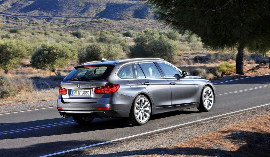 La berline BMW Série 3 avait remporté le titre de plus belle voiture de l'année 2012. L'élégant break Touring est aujourd'hui dans la liste des finalistes.