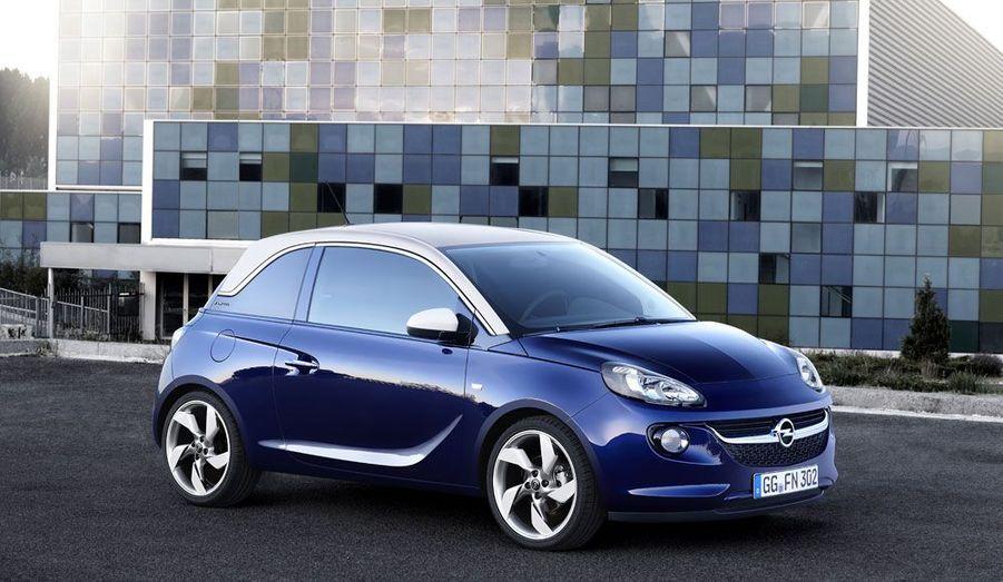 La petite citadine d'Opel arrive tard. Mais elle est particulièrement bien armée: ligne attachante et possibilités infinies (et onéreuses) de personnalisation, elle est la réponse du Blitz à la Fiat 500, le gimmick néo-rétro en moins.