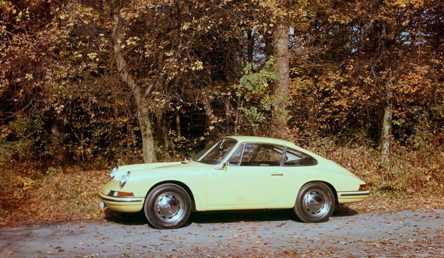 130 chevaux, 210 km/h: aujourd'hui, les performances de la première génération de 911 ne font plus rêver. Elles en faisaient pourtant une véritable sportive.