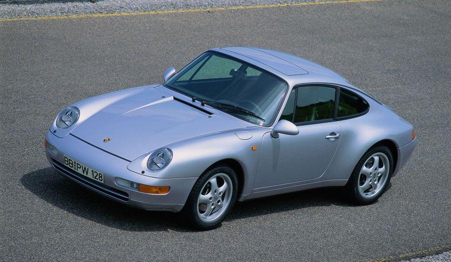 Plus fluide dans son design, la 911 993 fait entrer Porsche dans les années 1990.
