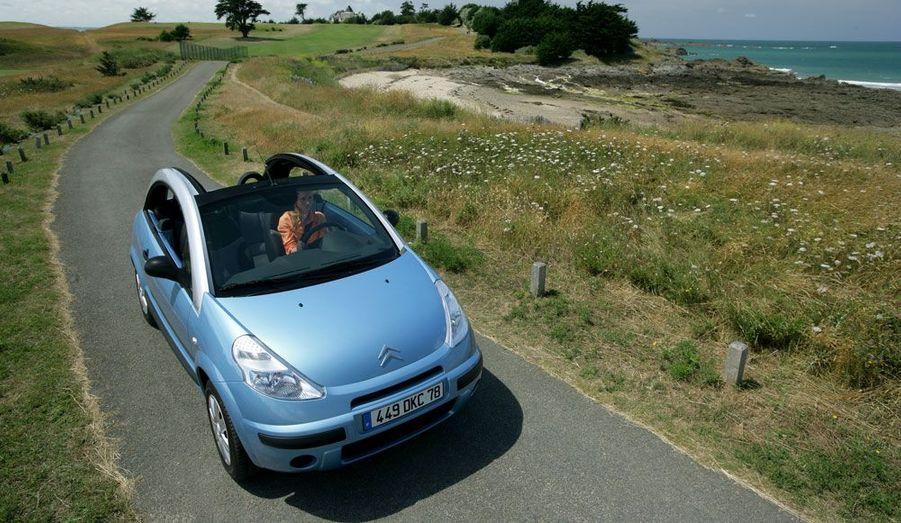 En 2005, Citroën lance une C3 très spéciale: avec ses arches amovibles, la Pluriel peut se priver totalement de toit.