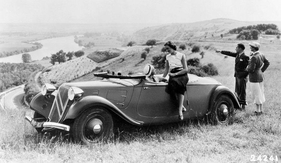 Citroën n'est pas particulièrement réputé pour ses cabriolets. Mais au cours de sa longue histoire, la firme aux chevrons a produit d'étonnants modèles pour offrir à ses clients la possibilité de conduire au grand air.
