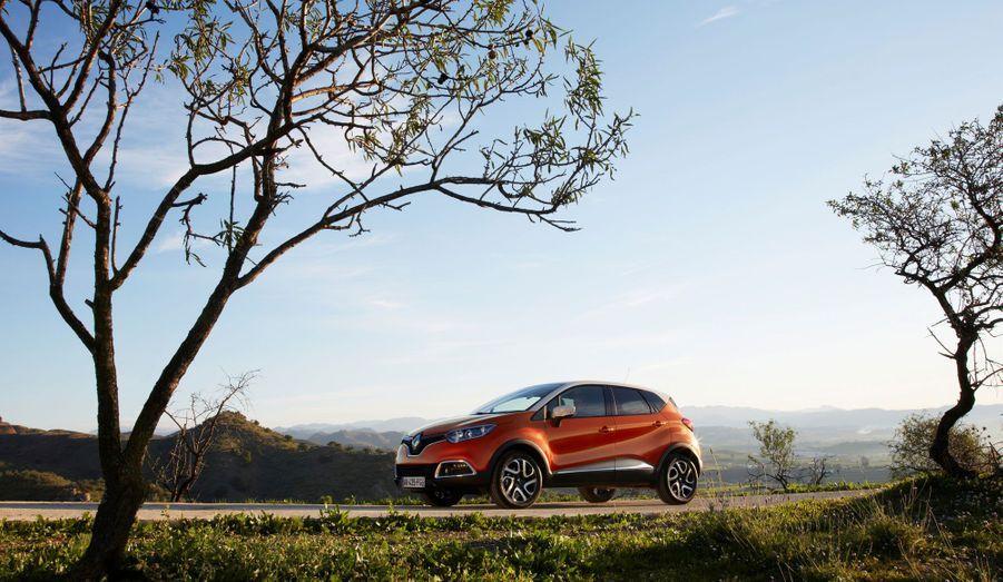 Renault promet que le Captur sera vendu avec des motorisations essence et diesel sobres. On peut imaginer que le nouveau trois-cylindres essence inauguré sur la Clio sera au catalogue. Le constructeur assure qu'une version émettant seulement 96 g de CO2 par km sera disponible.