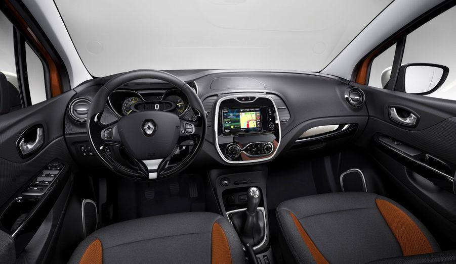Les matériaux très brillants de la planche de bord n'avaient pas fait l'unanimité dans la Clio. Reste à voir s'ils seront mieux intégrés dans ce nouveau modèle.