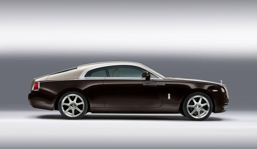 Ce coupé est plus long que la plupart des berlines du marché, mais Rolls Royce est parvenu à donner un certain équilibre à son mastodonte.