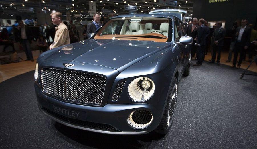 Le EXP 9F, c'est la transposition des lignes si particulières des Bentley sur un SUV. L'aspect massif est très assumé, quand d'autres, comme Porsche ou, plus récemment, Maserati, s'efforcent de fluidifier le dessin de leurs 4x4 haut de gamme. Le constructeur britannique propose ici un monstre doté d'un W12 de 610 chevaux. Pas du tout écologique, ce concept pourrait passer à la série dans une variante plus sage, avec un V8 associé à une motorisation hybride.