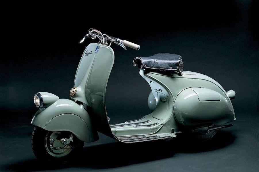 De l'originale Vespa 98cc à son héritière, l'actuelle Vespa 946 (dernière photo), dévoilée en 2011, il s'est vendu 18 millions d'ex...