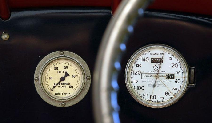 Enzo Ferrari est à l'origine de cette Alfa Romeo Bimotore de 1935, dont on voit ici le poste de conduite.