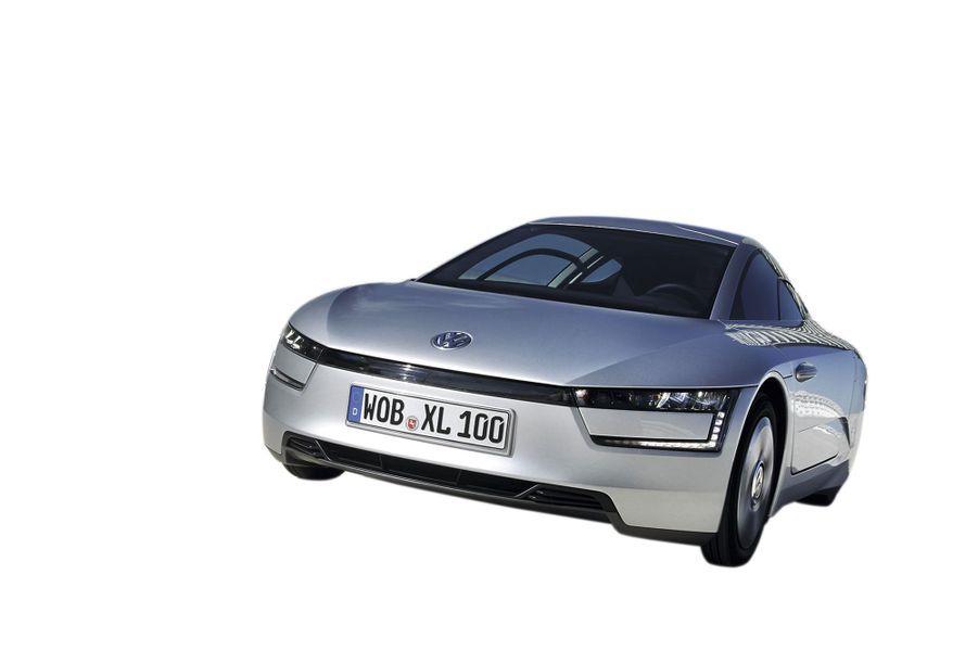 Pionnier du genre, le trio de mini-urbaines Citroën C-Zéro, Peugeot iOn, Mitsubishi i-Miev (22 500 €) figure toujours au catalogue. La Renault Zoe (14 500 € + location de la batterie) et la Smart Fortwo (17 950 €) ont trouvé leur public. La palme de l'avant-garde revient à la Volkswagen XL1, une hybride électrique-diesel au poids plume (795 kilos) et à l'aéro record (Cx 0,19). Produit à 200 unités, ce prototype revendique 500 kilomètres d'autonomie. Seul hic, son tarif : 108 000 € !