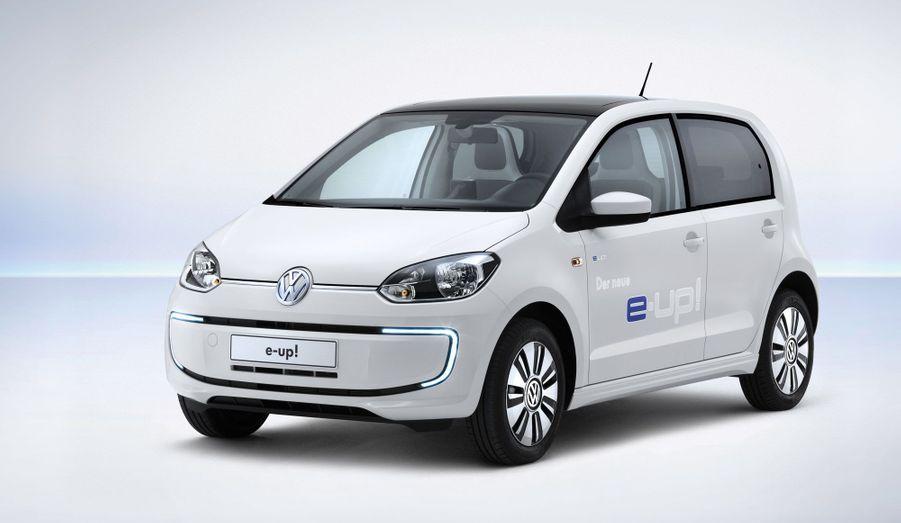 Volkswagen a dévoilé sa première voiture électrique de série, une déclinaison zéro émissions de sa micro-citadine up!. Le constructeur allemand n'est pas seule sur le segment, mais sa up! dispose de nombreux atouts pour séduire.
