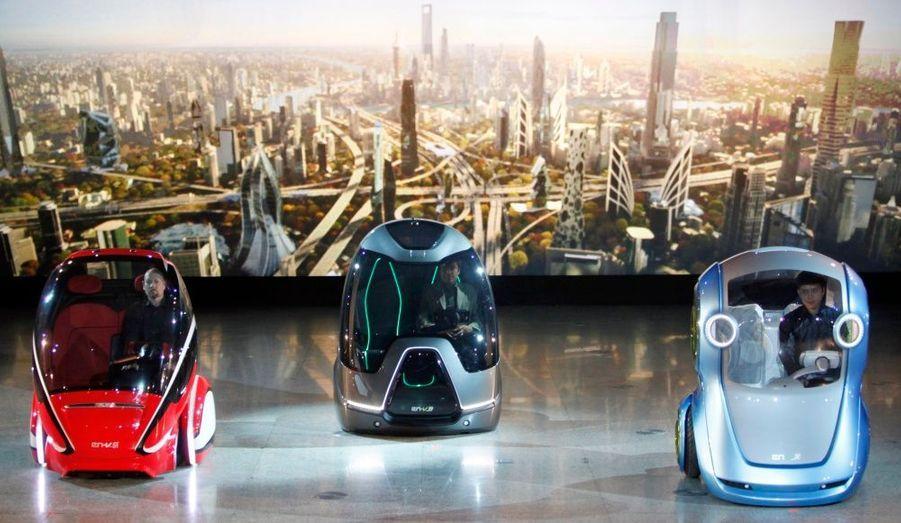 General Motors et le groupe chinois, SAIC Motor Corp, auquel l'entreprise est associé ont présenté à l'occasion d'une cérémonie à Shanghai, leur nouveau concept-car. Appelées FR-V, ces véhicules du futur fonctionnent en réseau avec d'autres voitures afin d'éviter les accidents et de faciliter la circulation dans les zones de trafic au sein des mégalopoles.