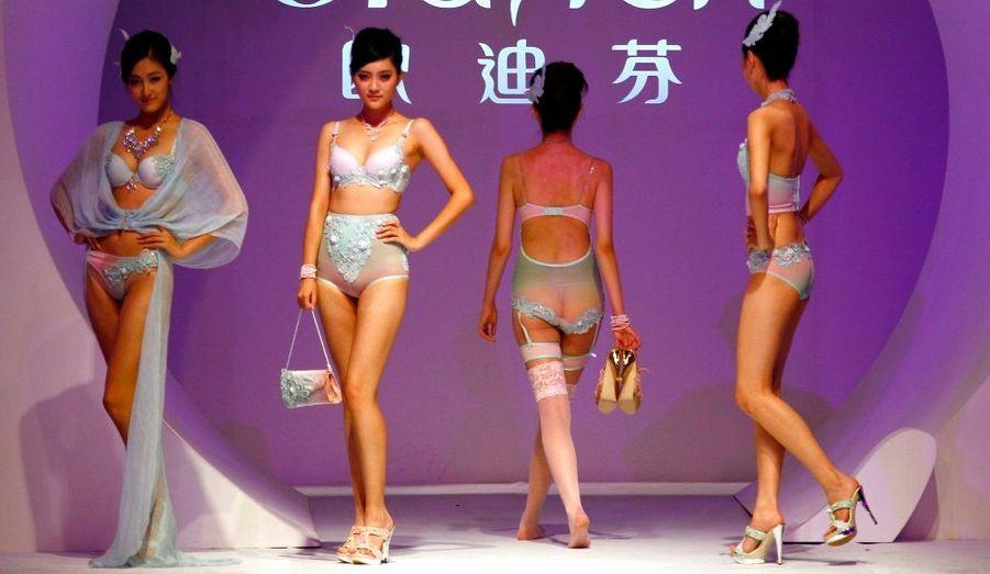 La Fashion Week de Pékin bat son plein avec notamment un défilé de lingerie.