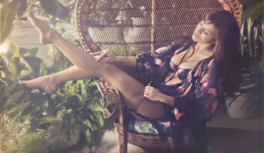 """Myléne Jampanoi est la nouvelle égérie de la célèbre marque de lingerie """"Agent provocateur"""". Une campagne qui s'inspire des films érotiques """"Emmanuelle"""" et """"Histoire d'O""""."""