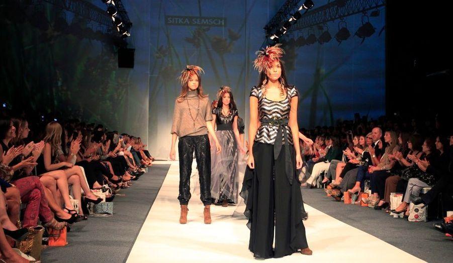 Des mannequins portent les créations du designer péruvien Sitka Semsch, lors de la Fashion Week à Lima.
