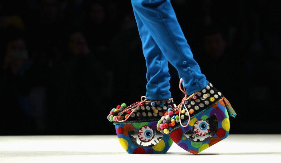 La fashion week de Beijing, en Chine, a débuté. Pour l'occasion des modèles ont pu porter les créations d'étudiants diplômés de l'école de mode ESMOD, comme ces chaussures compensées.