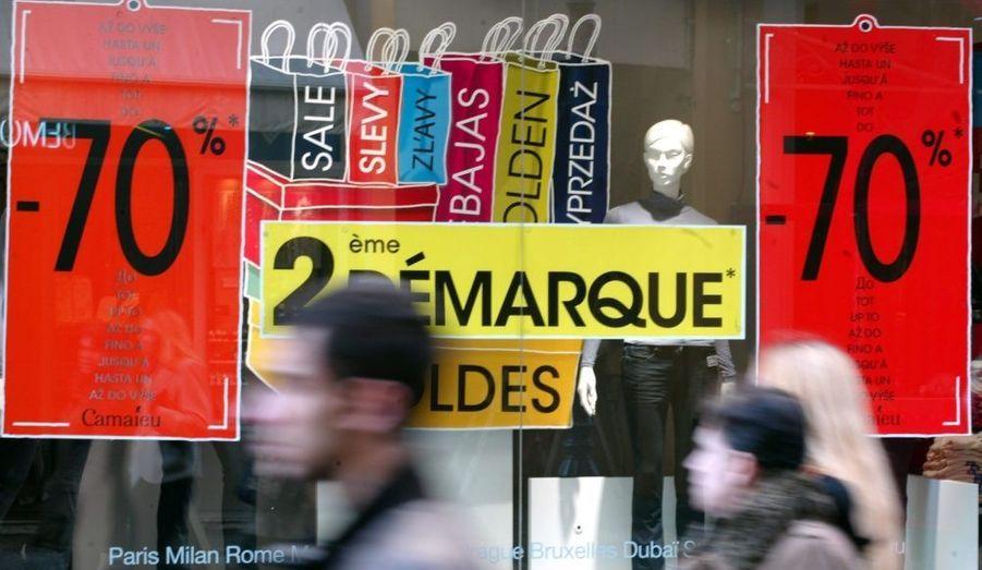 """En ce dernier jour de soldes, Jean-Marc Génis, président exécutif de la Fédération des enseignes de l'habillement (FEH), a affirmé mardi que le bilan des soldes de l'été 2010 était """"beaucoup moins satisfaisant que (Hervé Novelli) le dit"""". """"C'est parti très rapidement les deux premières semaines. Après cela c'est beaucoup calmé"""", a-t-il déclaré sur Europe 1. Jean-Marc Génis a attribué ce bilan décevant à la grande vague de départs en vacances après le 14 juillet."""