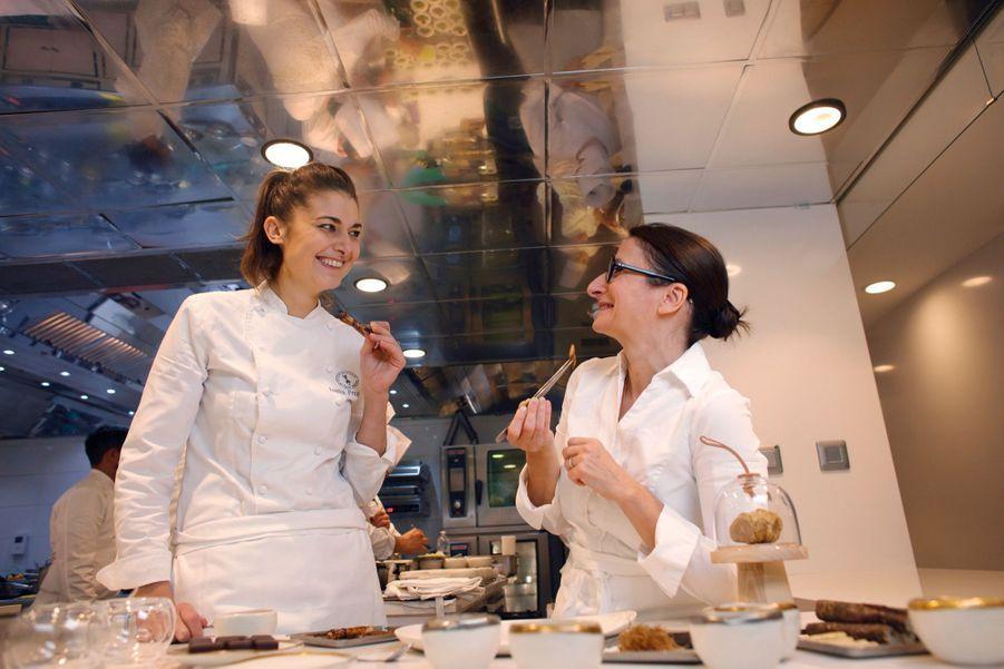 Dans la cuisine d'Anne-Sophie, semblable à un vaisseau spatial coupé de la fureur du monde, les deux artistes, complices, goûtent et partagent leurs sensations