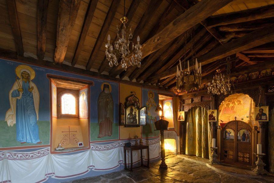 Les plus grands peintres russes de l'art orthodoxe sont venus ici pour réaliser les fresques et les icônes.