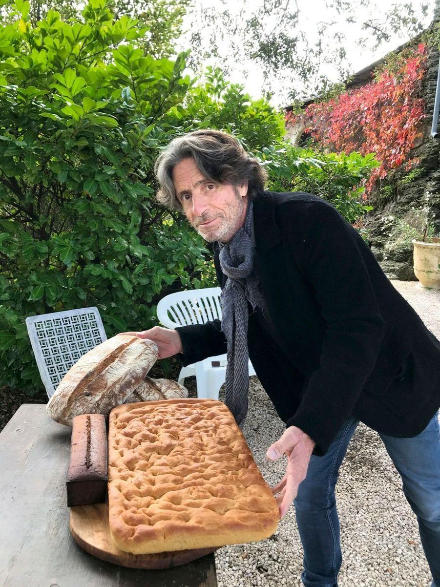 Comme ses ancêtres marseillais, le chef a fait lui-même le pain et la fougasse...