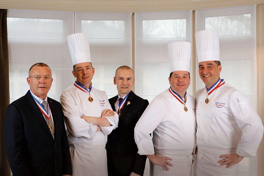 Cinq Meilleurs ouvriers de France au cœur de l'équipe : François Pipala (directeur du restaurant), Gilles Reinhardt, Eric Goettelmann (sommelier), Christophe Muller (chef exécutif) et Olivier Couvin.