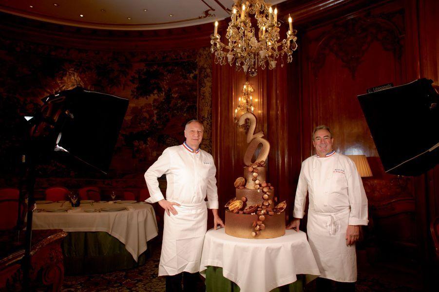 Le chef étoilé et Franck Leroy, dans le salon Castellane, un ancien théâtre privé, qui a été la première salle du restaurant gastronomique