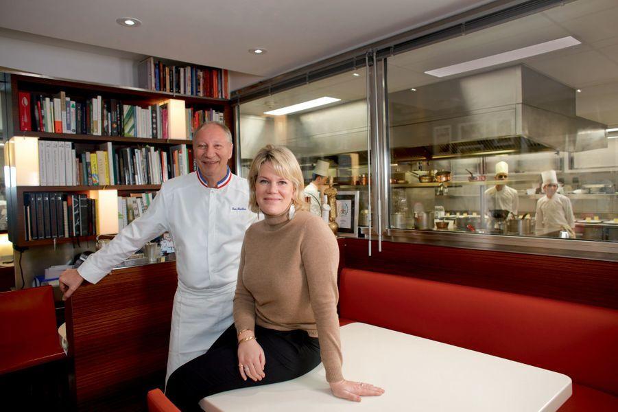Eric Frechon et Clarisse, sa femme, dans le bureau du chef, au cœur de la cuisine du Bristol.