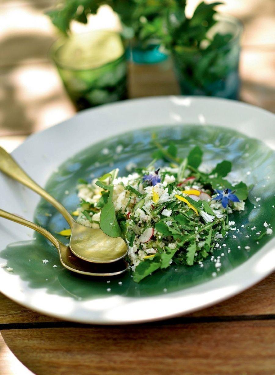 Taboulé de chou-fleur aux herbes et au citron confit, frais et croquant.