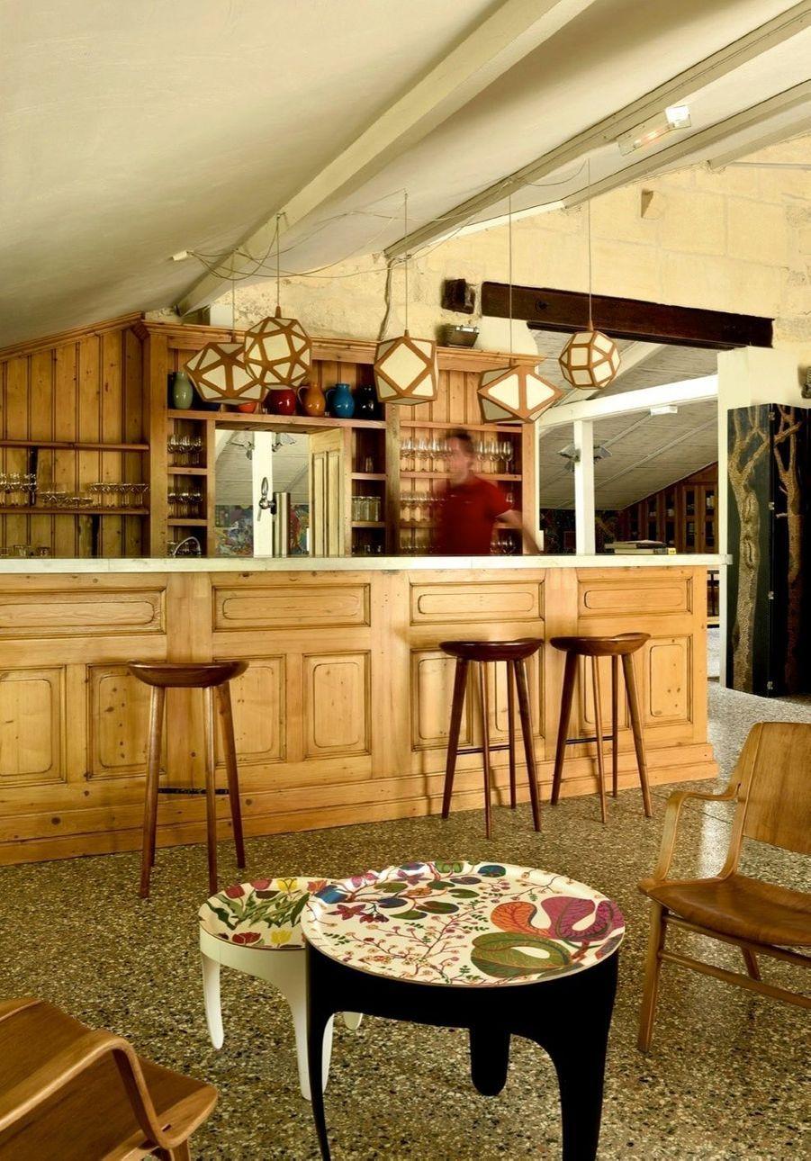 L'ancienne bergerie a été transformée en bar.