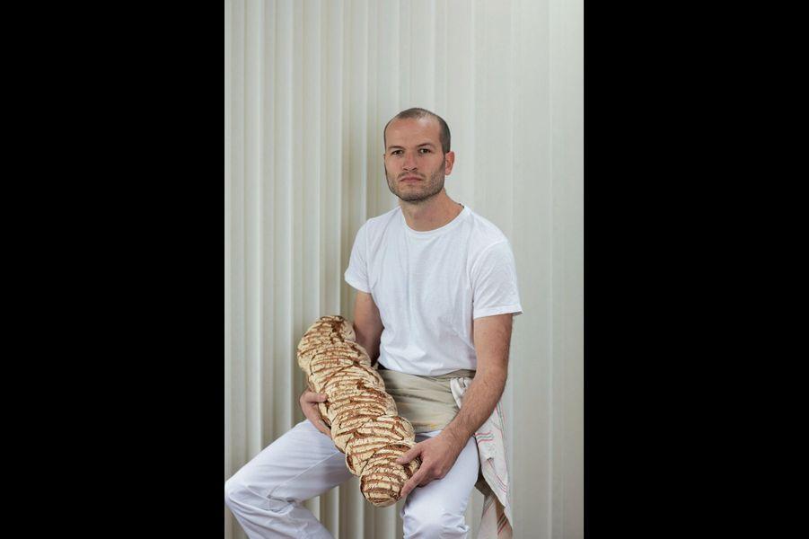 Chez Bastien, on fait la queue longtemps pour ses pains somptueux sortis d'une autre époque.