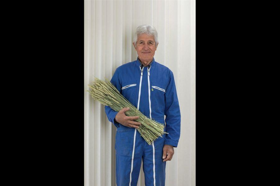 Après être passé par la case « chimie », ce paysan de l'Ain est devenu l'un des spécialistes de l'agriculture bio.