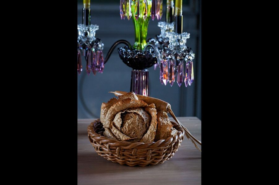 Ce boulanger insoumis enfourne ses baguettes dans son four à bois à gueulard. Son idée fixe? Le pain français de terroir issu d'une farine bio et blanche tamisée de type 55 sans adjuvant ni additif. Un bouquet aromatique exceptionnel. Maison Pichard, 88, rue Cambronne, Paris XVe.