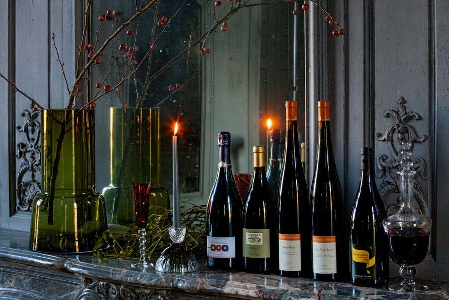 Sélection du sommelier del'Arpège Clément LefauxCHAMPAGNE FRANÇOISE BEDELBrut nature, cuvée Entre Ciel & Terre«Ce champagne brut nature, élaboré en biodynamie, est conçu dans la Marne essentiellement à partir de pinot meunier, ce qui est rare! Goût subtil, esprit vineux et frais.»(37,90 euros)DOMAINE MONTIRIUS VACQUEYRASCuvée Minéral, 2012«Ce vin blanc de Provence fascine par sa minéralité saline prononcée. Il s'accordera avec les notes salées et sucrées de la betterave en croûte de sel.»(25 euros).DOMAINE DE BELLIVIÈRE«Cultivé en biodynamie, il est devenu l'emblème des vins de la Sarthe. Chenin et pineau d'Aunis sont élégants et harmonieux. Parfait pour souligner la sauce parfumée de la blanquette.»(A partir de 12 euros)DOMAINE LAGRANGE TIPHAINECuvée Les Grenouillères 2015«Issu de vieilles vignes de 80 ans, ce vin est produit en très petite quantité. Les notes de pomme et de miel s'accorderont très bien avec la bûche aux agrumes.»(25 euros)