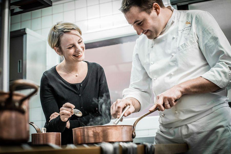 Sébastien et Géraldine Sanjou en cuisine.