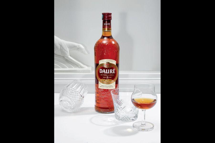 Rivesaltes Dauré ambré Vieilli 5 ans un vin doux du Roussillon aux notes d'écorce d'orange et de fruits confits. Idéal pour pocher des poires, avec une pointe de safran pour leur donner une belle couleur orange (3,90 euros).