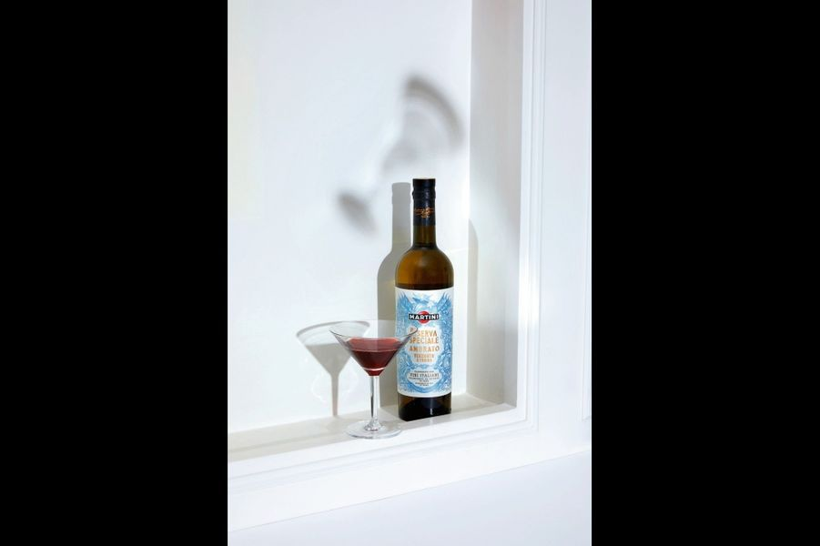 Martini Riserva Speciale Rubin Créé dans le Piémont, ce vermouth est composé de vins italiens dans lesquels ont macéré des épices. Parfait pour donner un air de jeunesse à la fameuse sauce au Noilly Prat : un verre de vermouth, carotte, échalote, thym, laurier, persil, céleri, crème fraîche, farine, sel, poivre… Sur la sole, un délice ! (18 euros).Verre à martini, Schott Zwiesel chez Zwillingt