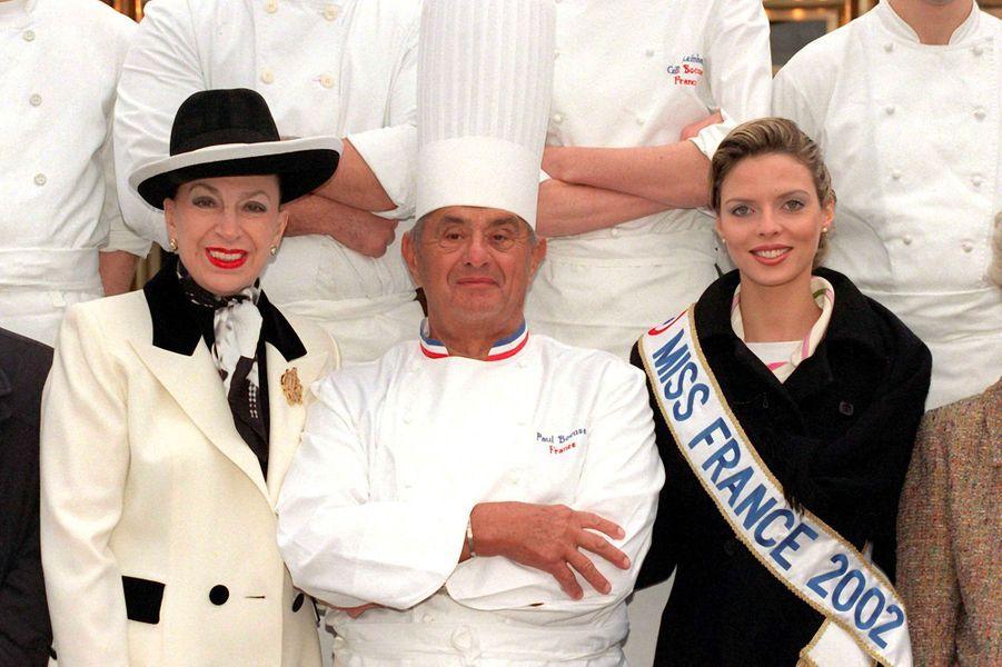 Geneviève de Fontenay,le chef Paul Bocuse et Miss France 2002 Sylvie Tellier, en janvier 2002.