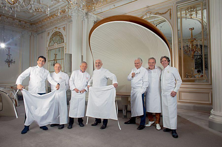 De g. à dr., Yannick Alléno (7 étoiles), Thierry Marx (2 étoiles), Georges Blanc (3 étoiles), Guy Savoy (4 étoiles), Alain Ducasse (20 étoiles), Alain Passard (3 étoiles), Gérald Passedat (3 étoiles).