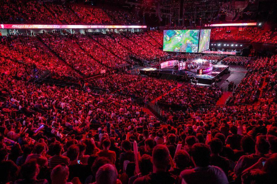 """17 000 personnes se sont déplacées pour regarder les finales des """"LCS"""" de League of Legends à Bercy."""