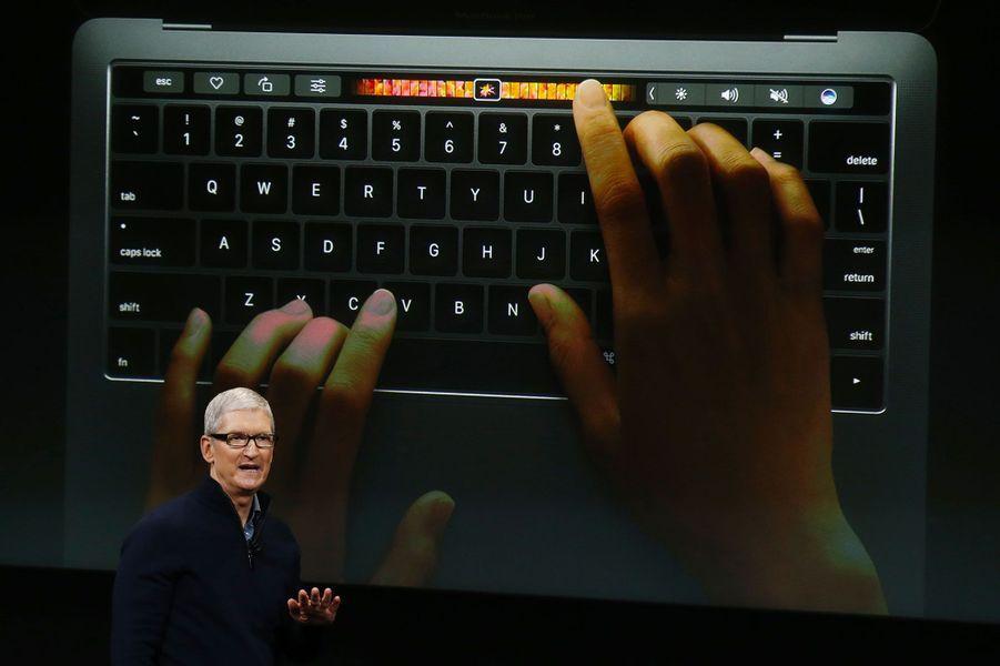 Elle remplace la rangée de fonctions sur les claviers traditionnels